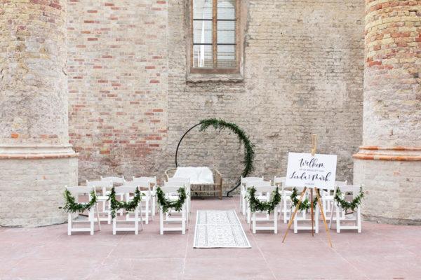 wit welkomstbord bruiloft